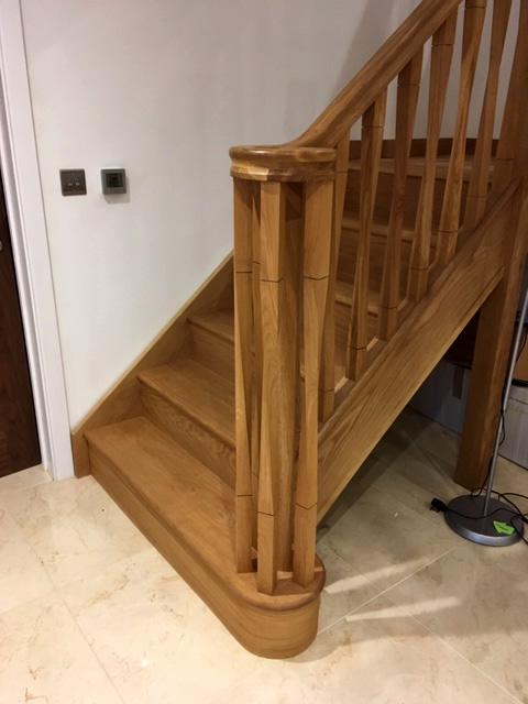 Oak Staircase Ed To Property In Crowthorne Berkshire